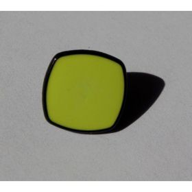 BOUTON CARRE JAUNE 13MM