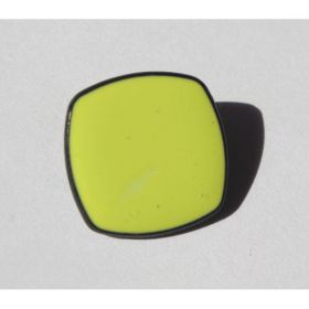 BOUTON CARRE JAUNE 20MM