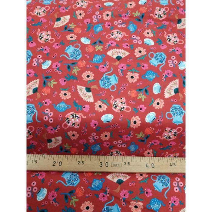 Tissu alice theières fond rouge