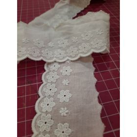 Broderie anglaise  fleurs 100%coton 47mm